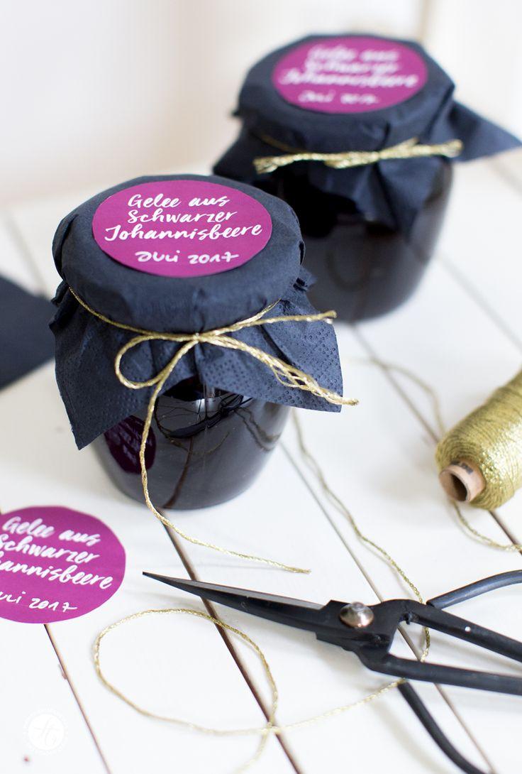 schwarze Johannisbeeren Gelee, Rezept und freeprintables Labels