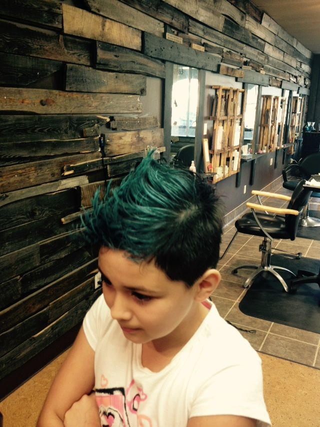 The perfect short cut for a unique style with Lable M powder blue spray :) #loveit #unique #blue #cutecuts