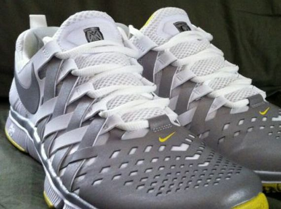 official photos a295a c85d5 ... nike free trainer 5.0 oregon ducks pe 1 Nike Free Trainer 5.0 Oregon  Ducks PE ...