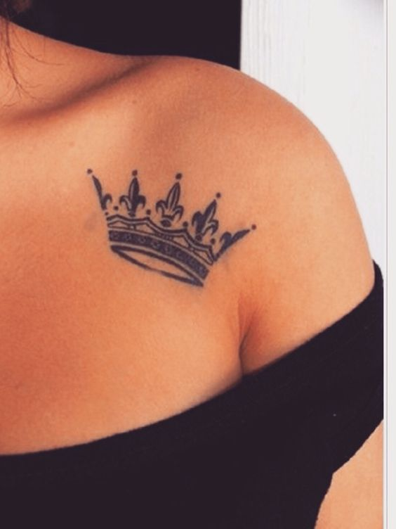 40 Glorious Crown Tattoos and Meanings – Tatiana Salazar #woodworking