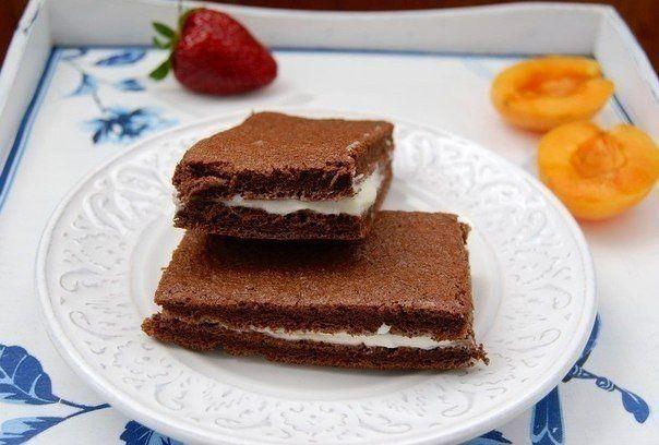 Ingredients  for the dough:  Eggs-4 . Sugar 80 g Milk-20 ml Vegetable oil-100 ml Flour-4 St. Cocoa powder-2 tbsp Honey-2 tbsp baking powder1:0.  for the cream:  Sugar-50 g Milk-100 ml Condensed milk (cream)-200 ml Honey-2 art. l. Vanilla-a pinch Cream (20%) or sour cream 200 ml Gelatin-25 g (1 package) Preparation:…