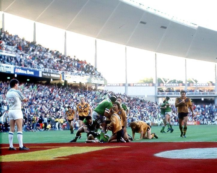 MORE GREAT CANBERRA RAIDERS MOMENTS: Record winning streak I, 1989-90    This record streak of 11 premiership games saw the Raiders undefeated from July 30, 1989 to March 25, 1990. It included the nine victories in a row to take the 1989 crown. With the four matches of the 1990 pre-season Challenge Canberra did not lose on Australian soil for 15 games in a row. The only loss in the period came in the World Club Challenge in England against Widnes, following the 1989 Grand Final.