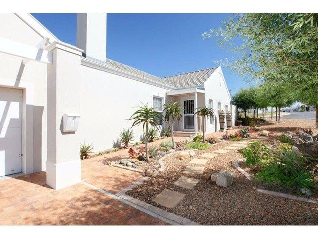 3 Bedroom House For Sale in Pinehurst | LRE Group