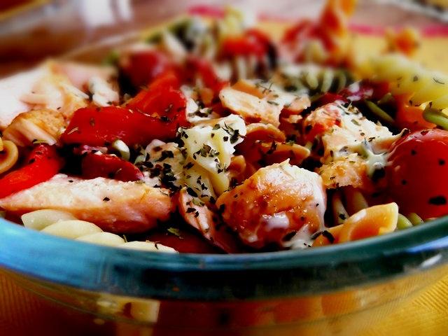 Salada de Espirais com Salmão Grelhado