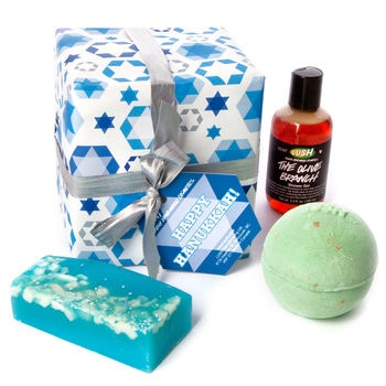 Happy Hanukkah from Lush #crueltyfree we love this cute little gift, wish we'd had it in the UK!
