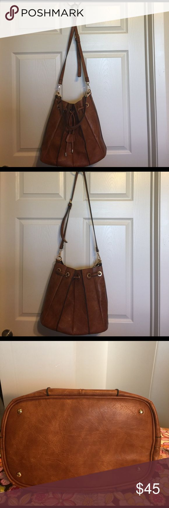 Gabriella Rocha hobo tote Beautiful tote very clean and in excellent condition has a inter purse in the middle of this purse Bags Crossbody Bags