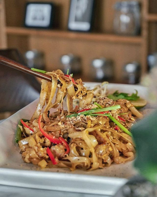 Asian food galore. Taste the South East Asian dishes at @MrHuskyBali in Kerobokan. With many menu selections from Indonesia Thai Malaysia and many more.  Like this Thailand's famous dish Pad Thai those stir fried rice noodle just nice for a light flavorful lunch in a cozy ambiance. --- Mr. Husky Jalan Tangkuban Perahu Kerobokan Bali --- #MrHuskyBali #Foodcious #asianfoodporn #seminyakfood #thaifoodstagram