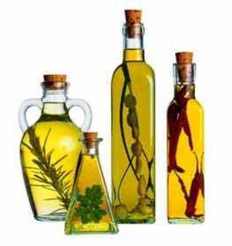 Aceites saborizados con hierbas aromáticas    Hay hierbas que se introducen en botellas de aceites y vinagres y los aromatizan. Luego, ...