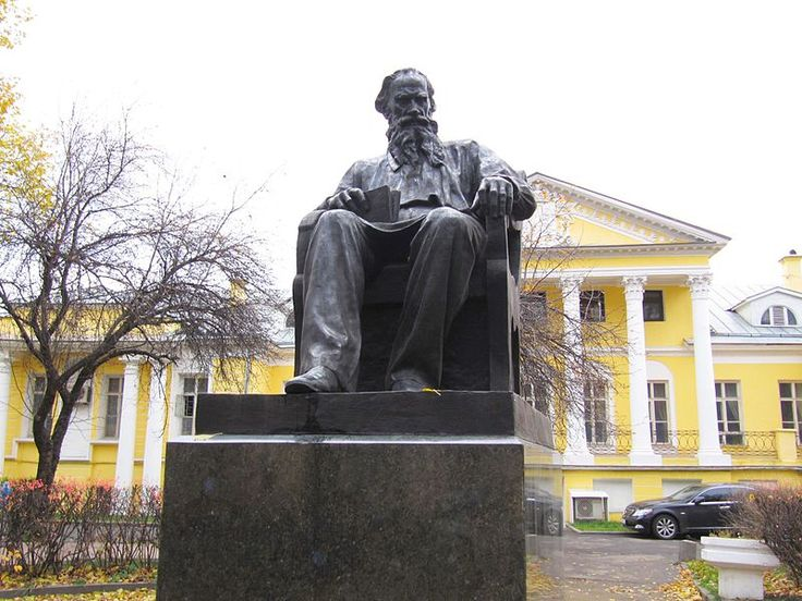 Liev Tolstoi – Moscou, Rússia. Escritor e pacifista, o autor de Guerra e Paz e…