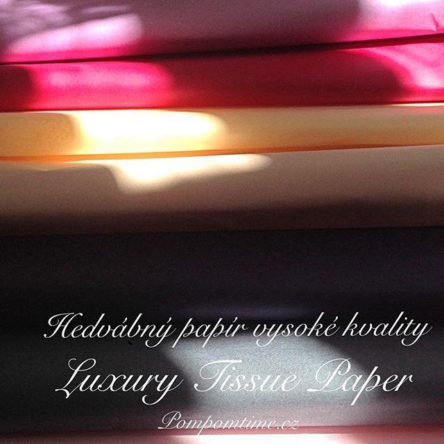Naše hedvábné papíry v krásných barvách jako součást vázaných kytic trendy květinářství @flomarket.cz  #kvetiny #kytice #style #styl #trendy #flowers #sun #happy #prague #expats #tissuepaperprague #wedding #birthday #narozeniny #hedvabnypapirpraha #pompomtime #flomarket