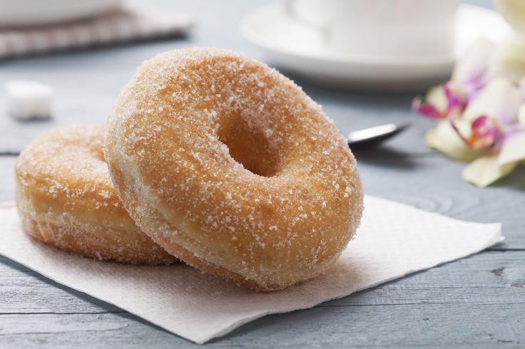 Il Krapfen è un dolce di origine austriaca che viene tradizionalmente preparato per le feste carnevalesche. Si trova a forma di palla o di ciambella, ricoperto di zucchero o glassa talvolta farcito con creme, marmellate o vuoto.