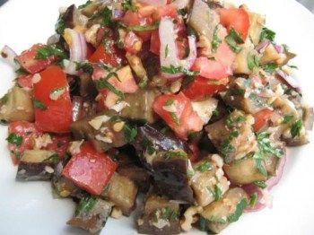 салат из баклажанов помидоров и грецких орехов