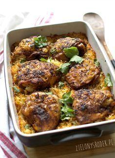 Kurczak pieczony na ryżu. Świetny pomysł na obiad, danie jednogarnkowe, czyli wszytko przygotowane w jednym naczyniu. Aromatyczne i przepyszne. Przepis