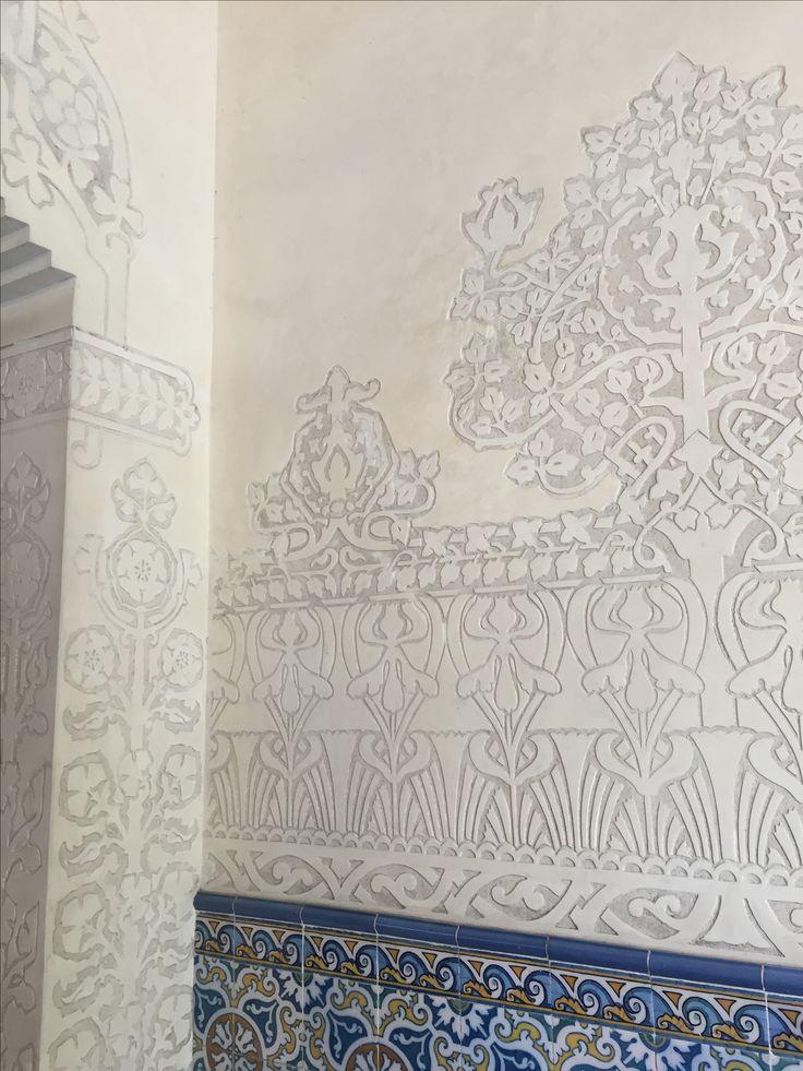 Tambien dentro del Palau Macaya hay paternas con plantas para decorar las paredes.