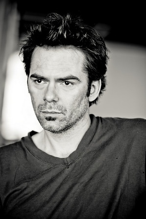 Billy Burke.  Before i just saw you as Charlie but now i cant see you in movies of tv without knowing hey thats Billy ive talked to him ... ive texted him! I cant wait to actually meet you, your an amazing actor and singer with an adorable little girl. YOU ROCK BILLY!