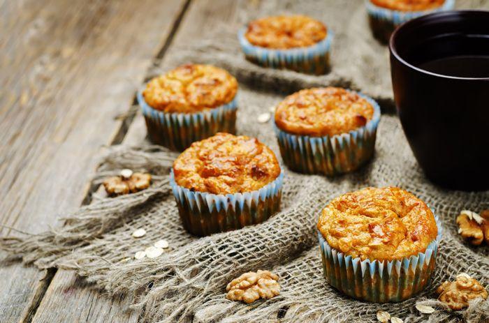 Mooie herfstvakantie tip! Gezonde muffins met wortel en walnoot; leuk om samen te bakken!  En nog lekker ook!  http://www.mamsatwork.nl/gezonde-muffins-wortel-walnoot/