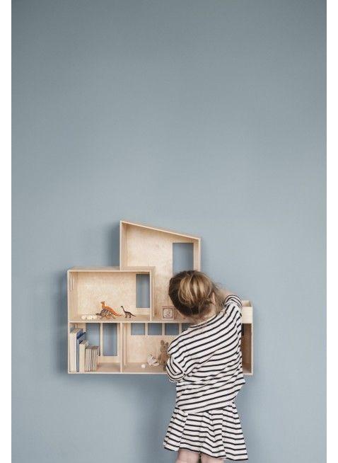 Ferm Living Puppenhaus Funkis Doll House. Mehr Infos auf https://www.kleinefabriek.com/.
