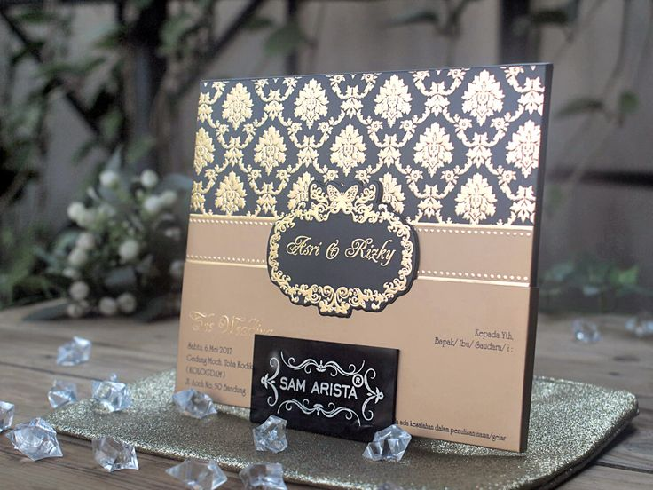 Wedding invitation simple but looks elegant in black and gold, which is accompanied by a gold colored glossy paper adds to the luxury of this invitation 💍❤💐😊 . . . #samarista #wedding #invitation #samaristacard #simple #elegant #blackgold #kartuundanganmurah #bandung #yodaidol #artistindonesia #glossy #weddingplanner #weddingorganizer #samandbrother #souvenirs #indonesia #elegan #mewah #ridwankamil #custom #undanganpernikahanbandung #undanganpernikahanmurah