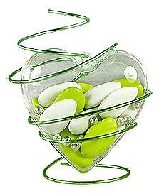 Cœur transparent dragées - A suspendre ou à poser sur vos tables, ces cœurs transparents remplis de délicieux dragées feront succomber vos invités ! http://www.mariage.fr/coeurs-pvc-translucide-contenant-dragees.html