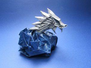 Origami zeedraak gevouwen en ontworpen door Bas van der Meij.