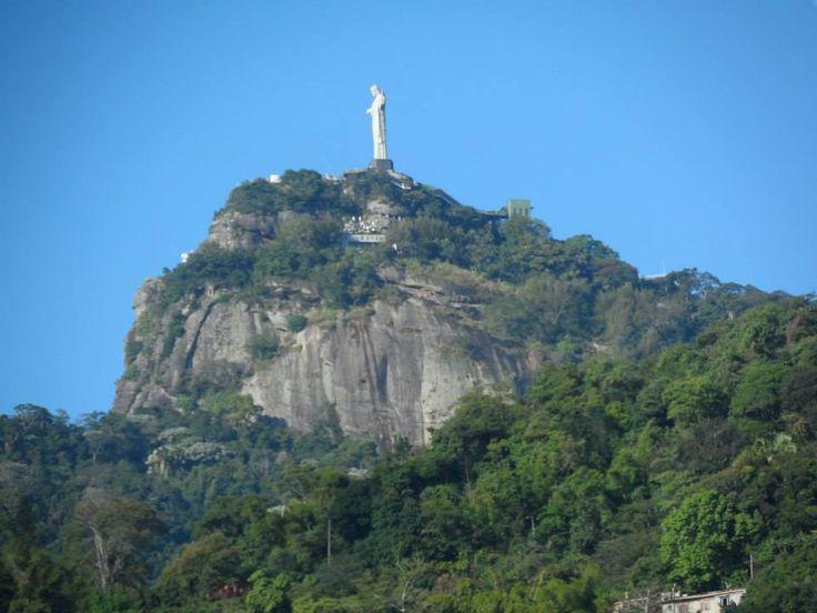 Cristo redentor a lo lejos, Río de Janeiro. Brasil