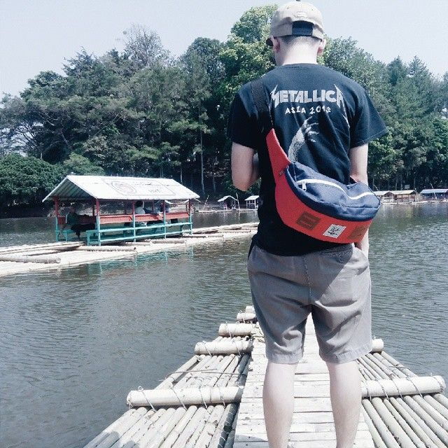 Lets travel with Hip Bag Red Navy from @CubTravelers, More big volume and more compartement with unique design, IDR: 200,000, For detail INFO & ORDER check out our Hip Bag BOARD, #cub #cubtraveler #hippack #hipbag