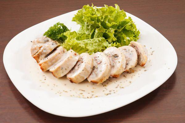 Pollo relleno son salsa de hierbas Vivesoy #recetas