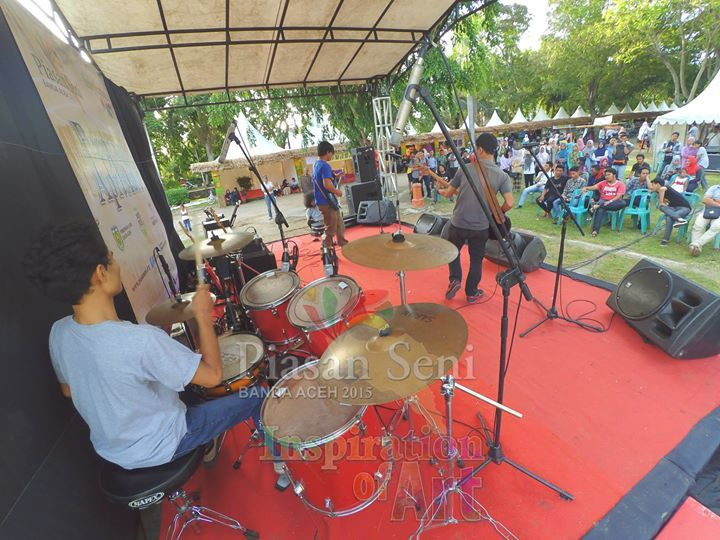 Panggung Apresiasi Seni Piasan Seni Banda Aceh 2015 #piasanseni - Piasan Seni Banda Aceh 2015 http://on.fb.me/1ifHj8G Get more on Piasan Seni Facebook FanPage http://on.fb.me/1OvpxLo ============== OFFICIAL UPDATES ABOUT PIASAN SENI BANDA ACEH 2015 ------------------------ www.piasanseni.org info@piasanseni.org (mail) @piasanseni (twitter/Instagram/tumblr/Pinterest) 58780415  C002DE7E3 (BBM) Piasan Seni Banda Aceh 2015 (http://bit.ly/1F1xLsB : Facebook Page) or (http://bit.ly/1ifHj8K…
