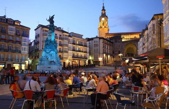 Plaza de La Virgen Blanca, Vitoria-Gasteiz. College life cities to study Spanish in Spain. http://www.spanishintour.com/city/type/college-life.html