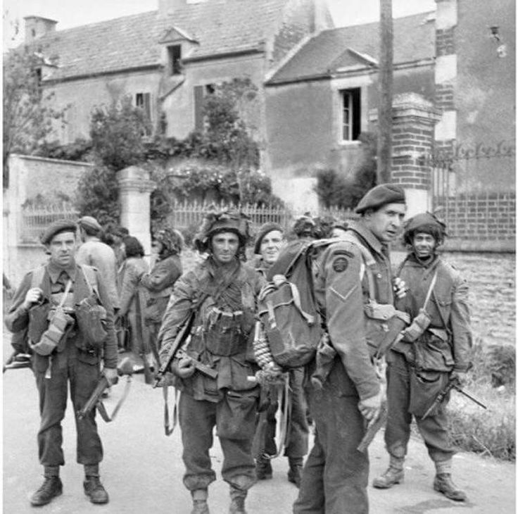 Men of No.4 Commando link up with airborne troops on D Day