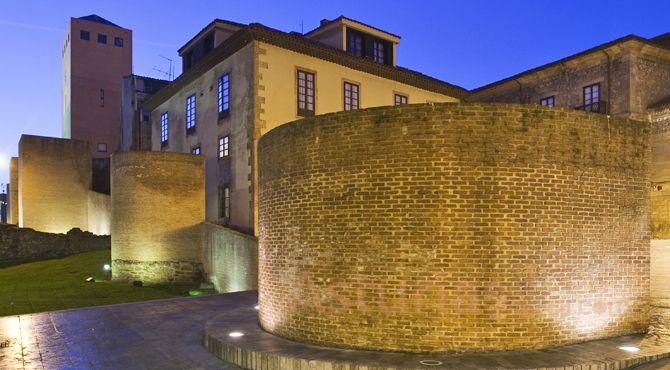 Murallas romanas y Torre del Reloj. #Cimadevilla, #Gijón