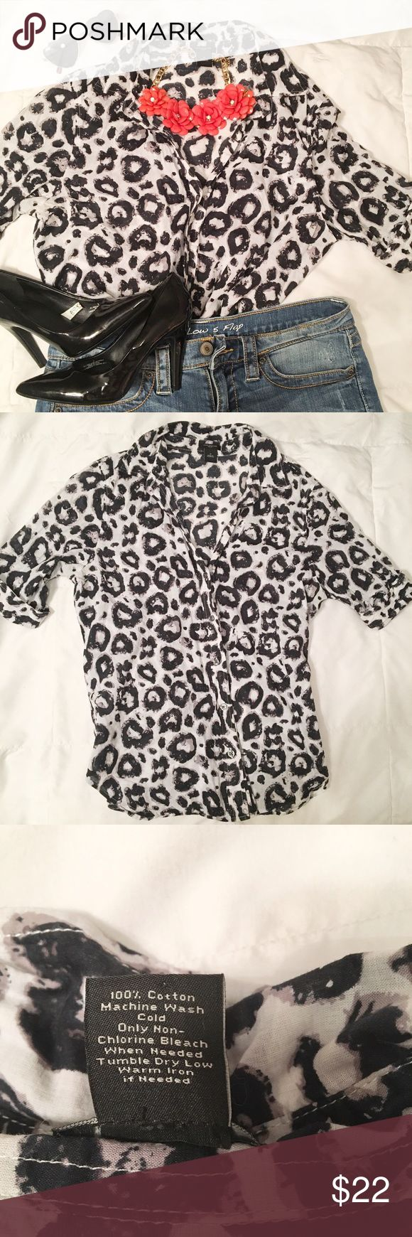 Ann Taylor Black & White Leopard Top Ann Taylor Black & White Leopard Top, 100% Cotton! Collar and button up. Great for the office or dressed up for a night out, very versatile! 💄🤓👠👠 Lightweight, comfy 🌷 Ann Taylor Tops Blouses