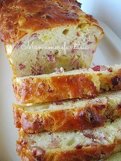 """Il plumcake salato è un'ottima ricetta per utilizzare salumi e pezzetti di formaggio che spesso rimangono """"abbandonati"""" nei nostri frigoriferi."""
