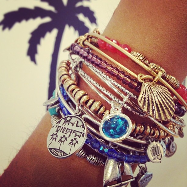 Alex and Ani Get 7% cash back http://www.studentrate.com/vsu/get-vsu-student-deals/Alex-and-Ani-Student-Discount--amp--Deal--/0