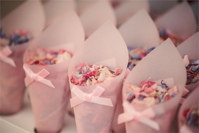 Inspiration for your country garden wedding - we love these cute confetti cones!