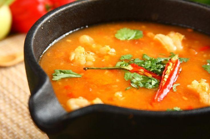 Sprawdzony przepis na Zupa Tom Yam Gong. Wybierz sprawdzony przepis eksperta z wyselekcjonowanej bazy portalu przepisy.pl i ciesz się smakiem doskonałych potraw.