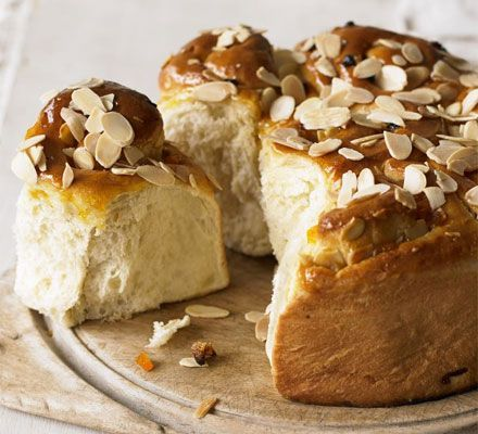 Mom used to make chelsea buns when I was little.  These apricot & almond chelsea buns look yummy.