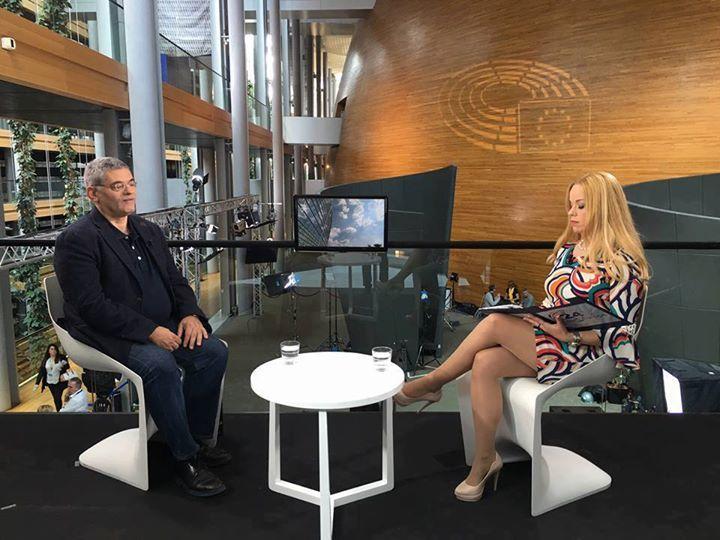 Η Ioanna Dementi επέλεξε γοβα  Γερακιτης ( the shoe Gallery )για την σημερινή της εμφάνιση! Μην χάσετε σήμερα Κυριακή στις 24.00 στο Extra Channel(extratv.gr) την εκπομπή μας 24 Ώρες Ευρώπη/24 Hours Europe με καλεσμένο τον Ευρωβουλευτή κ.Μίλτο Κύρκο!Μαζί μας και η Acheloos Valley - Κοιλάδα του Αχελώου