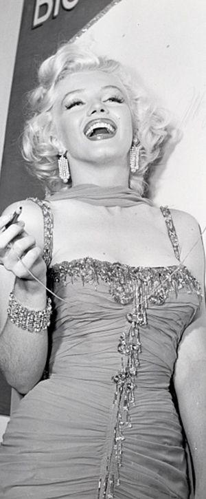 Marilyn en el acontecimiento de la caridad del hospital de los niños del St. Jude en el tazón de fuente de Hollywood, 10 de julio de 1953.