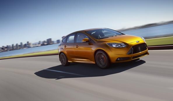 Los frenos de disco de alto desempeño en las 4 ruedas, combinados con la suspensión deportiva, complementan el espíritu triunfador de Focus ST. Son parte de una serie de atractivos complementos que le entregan un manejo excepcional y gran agilidad. #Ford #FocusST2013