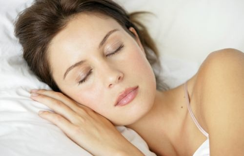 Early sleeping habit provides many great physical and psychological benefits in regard to health and beauty.