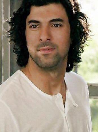 Engin Akyürek (d. 12 Ekim 1981), Türk sinema ve dizi oyuncusu. terazi-libra