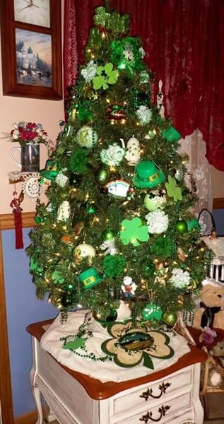 St. Patricks Day Tree... I love this! Combines two of my favorite holidays!