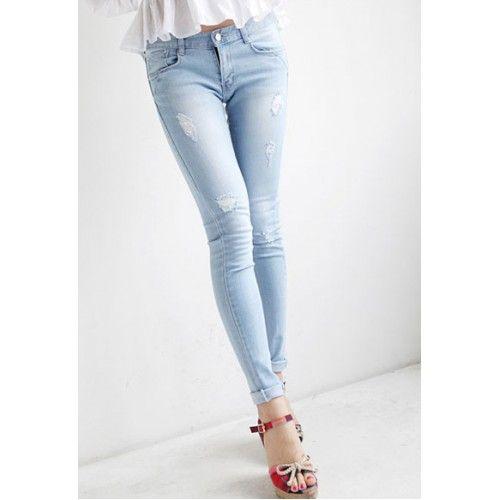 Yo prefiero los pantalones vaqueros de color azul claro y unos vaqueros oscuros. Me emparejar esto con un top blanco . Me pondría esto en un día informal donde estoy tratando de impresionar a alguien .