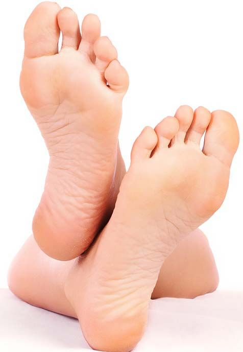 Treating dry feet - 1. Put shaving cream on your feet. 2. In a bucket/sink, combine equal parts warm water & Listerine. 3. Soak a hand towel in the Listerine solution. 4. While shaving cream is still on feet wrap the towel around your feet & let sit for 30 min. 5. After 30 mins, use towel to rub calloused/dead skin off your feet. 6. Apply a healthy amount of lotion.