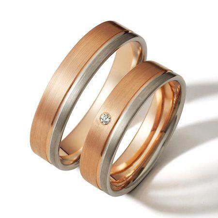 Diseño  elegante y moderno en oro rojo y blanco,  con diamante