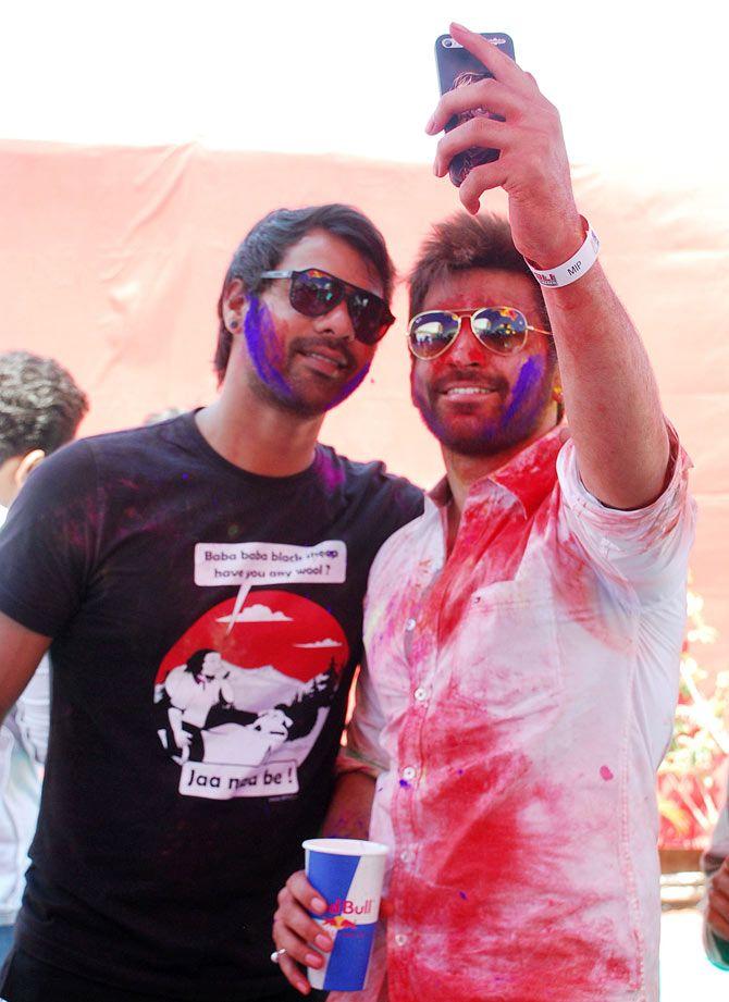 Shabbir Ahluwalia and Arjit Tanjea at Holi Reloaded at JVPD Ground in Juhu. #Bollywood #Fashion #Style #Handsome #Holi