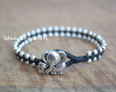 Regalos, pulsera de elefante, Navidad cumpleaños pulsera del regalo, joyería de elefante, hija madre, regalo para mamá, Animal de joyería, plata abalorios pulsera - negro Esta pulsera está hecha de perlas de 3mm de plata tejida con cordón de cera negra. Un botón de plata elefante se utiliza como el cierre. Muy simple pero elegante y lindo. El tamaño recomendado que debe ordenar es el tamaño exacto de la muñeca + 0,5 pulgadas. Sienta por favor libre de dejarme saber si deseas personalizado…