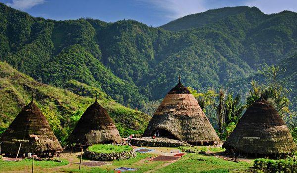 Visit Wae Rebo, a traditional village in Flores, Indonesia. Information contact : kalamantana@gmail.com