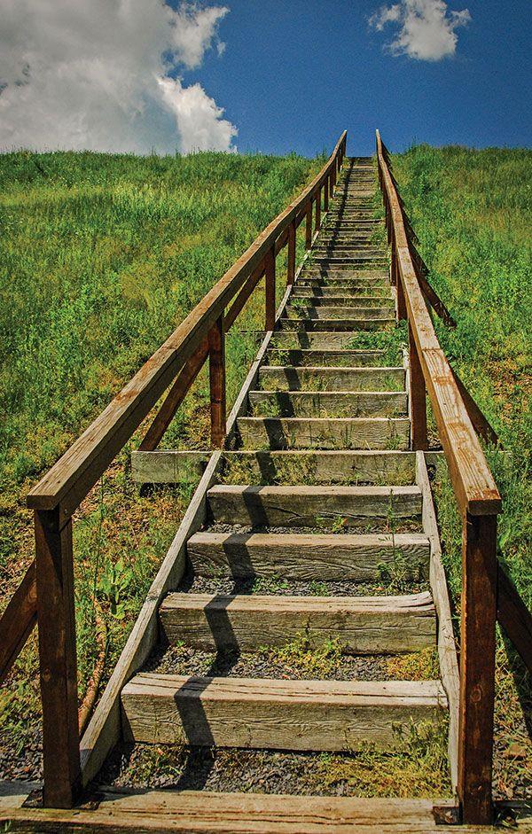 Steps To Heaven, By George Shearer Aperture: F8 Shutter: 1/800 ISO: 800 Focal length: 20mm Source:http://www.shutterbug.com/content/super-deep-depth-field#36qTgTs3lxGigmIq.97